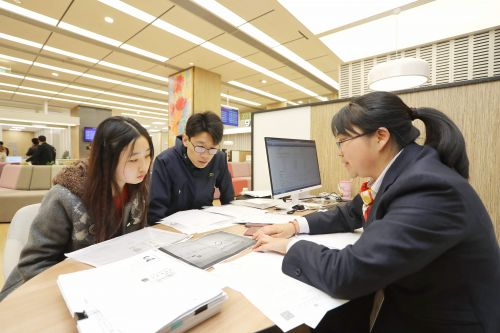 """2、外国人来华工作居留许可""""一网通办""""、""""一表申请""""和""""一窗受理"""""""
