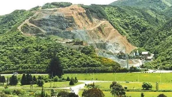 开展生态治理  河南让废弃矿山重披绿装