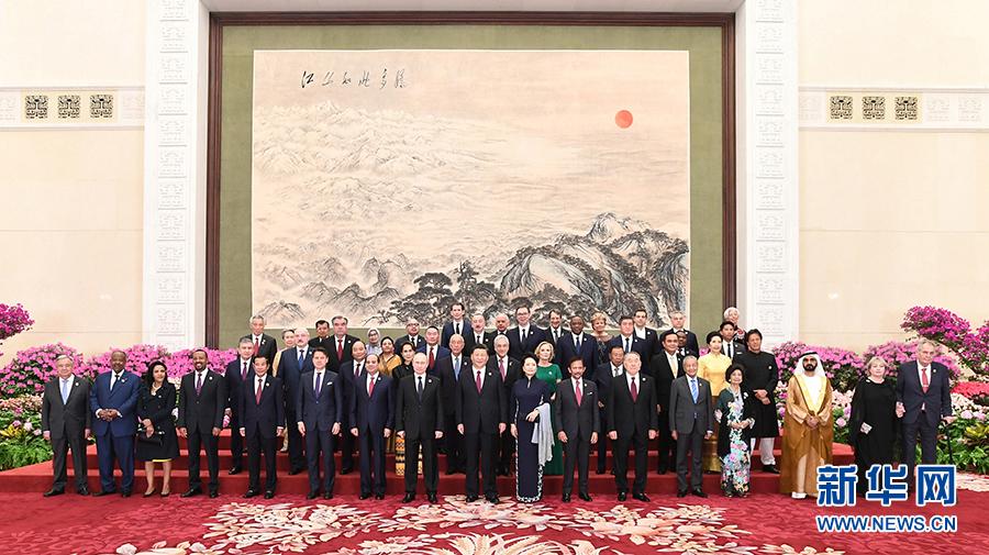 """习近平在第二届""""一带一路""""国际合作高峰论坛欢迎宴会上的祝酒辞"""