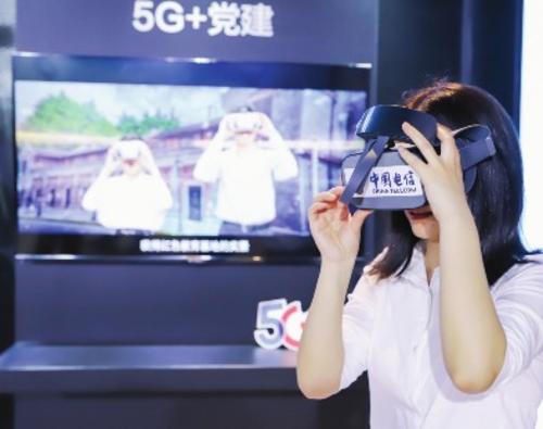 中国电信上海公司打造了包含5G技术的智慧党建解决方案,教学内容在云端完成渲染,可以开展栩栩如生的党建课程。