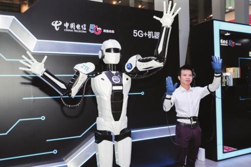 5G网络的超低时延,可让机器人与人的动作保持同步。