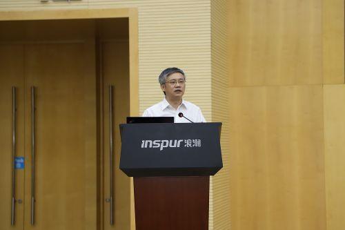 浪潮集团执行总裁王柏华发表演讲