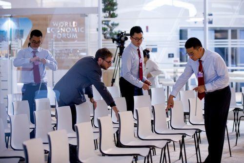 每个座椅都需要精准定位