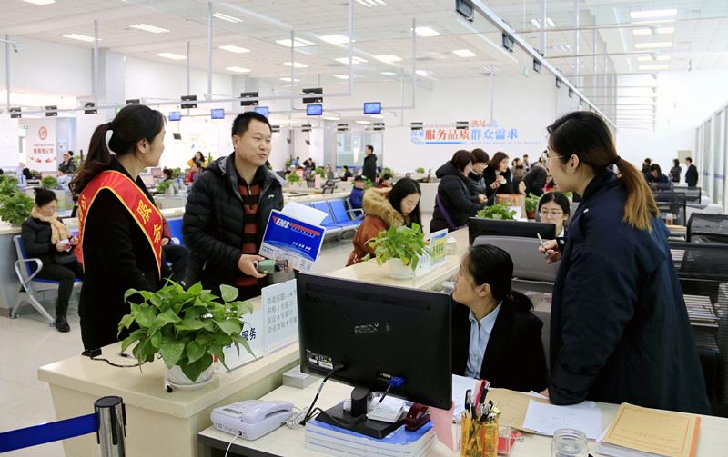 青岛西海岸新区:政务服务为企解忧 584家中介入驻网上超市
