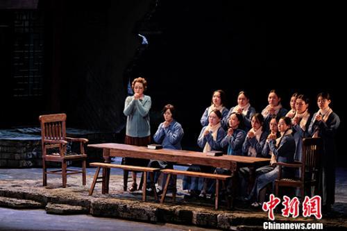 图为3日首演的剧照。<a target='_blank' href='http://www.chinanews.com/'>中新社</a>发 江苏大剧院供图 摄