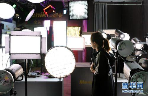 (经济)(3)上海国际摄影器材和数码影像展览会开幕