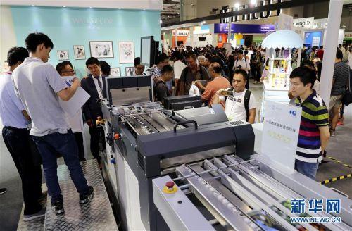 (经济)(6)上海国际摄影器材和数码影像展览会开幕