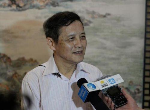 19日上午,张立人院士接受媒体采访。