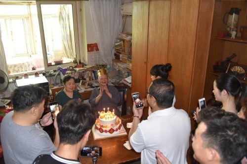天津市妙妙公益携手中国退服天津办等为抗战老兵岳哲安过百岁生日