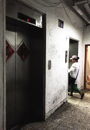 """大连面临电梯""""退休""""问题的老楼为数不少。"""