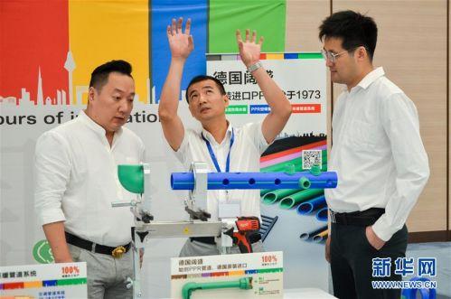 (经济)(4)第二届进博会装备展区展前供需对接会举行