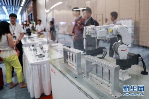 (经济)(1)第二届进博会装备展区展前供需对接会举行