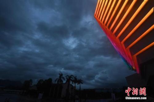 """受超强台风""""利奇马""""外围影响,福州上空乌云密布。<a target='_blank' href='http://www.chinanews.com/'>中新社</a>记者 张斌 摄"""
