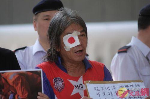 行政會議復會,社民連長毛等踩場請願。 香港文匯報記者攝