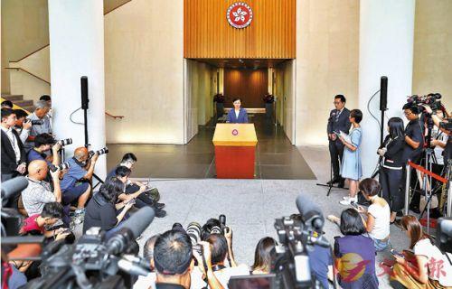■特首行政會議前會見傳媒,有記者表現得毫無專業道德。 中通社