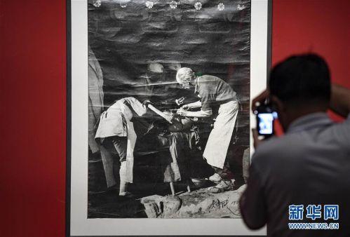 """(文化)(4)""""摄影180年在中国""""展览在银川开幕"""