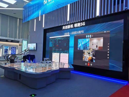 """在智慧醫療方面,上海移動攜手市一醫院共同打造的"""" 把急診室搬上了救護車"""",展現了急診急救一體化新格局。"""