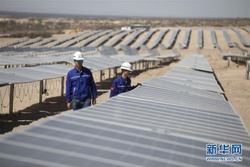 """(国际·图文互动)(5)通讯:中国企业让阿根廷荒漠披上""""蓝色铠甲"""""""