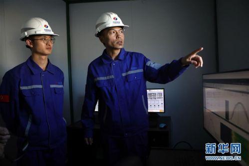 """(国际·图文互动)(10)通讯:中国企业让阿根廷荒漠披上""""蓝色铠甲"""""""
