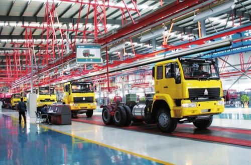 图为中国重汽车间一角。本版由山东省发展改革委供图