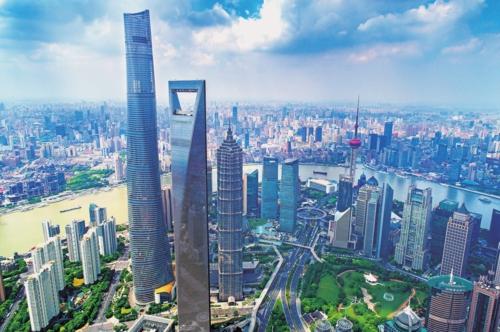 上海浦东新区陆家嘴金融中心。郑峰/摄