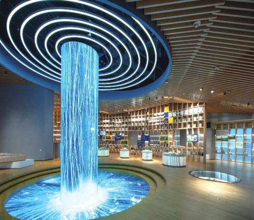 信息瀑布:展厅中间的柱形屏幕犹如信息流瀑布,带来全新的科技体验。奉贤新城的十年建设以来,众多的公共服务项目已相继落成。近距离观摩重点项目模型,见证上海之鱼规划变现实。