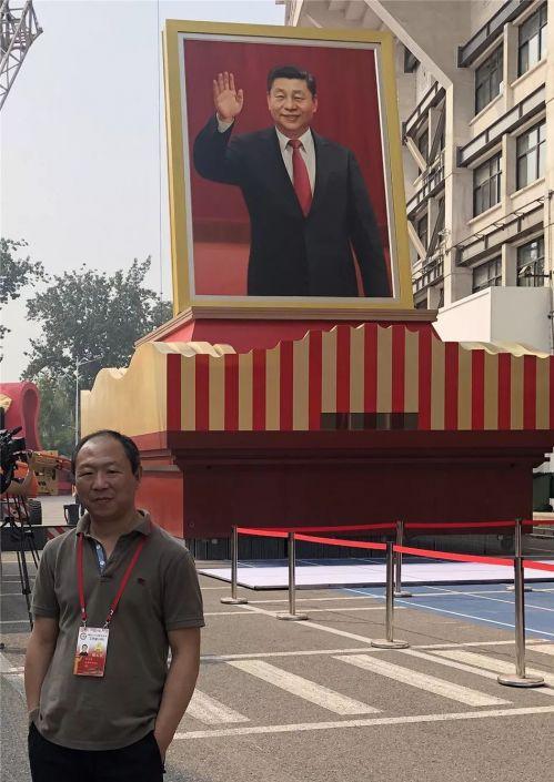 张义波与习近平总书记画像。