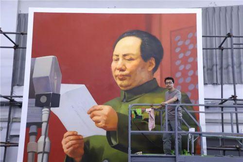 李榮林和毛澤東畫像。