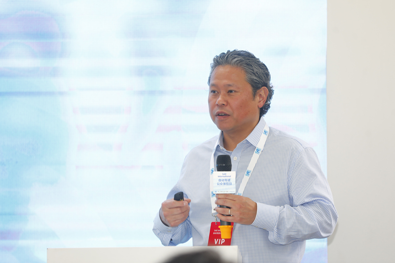 图为SAE 首席市场官 Mark Chung(马克__郑)发表主旨演讲