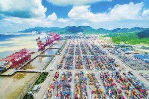 逐浪前行70年风雨铸就世界第一大港