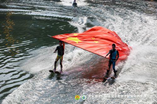 开幕式现场的水上特色表演(武义县委宣传部供图)