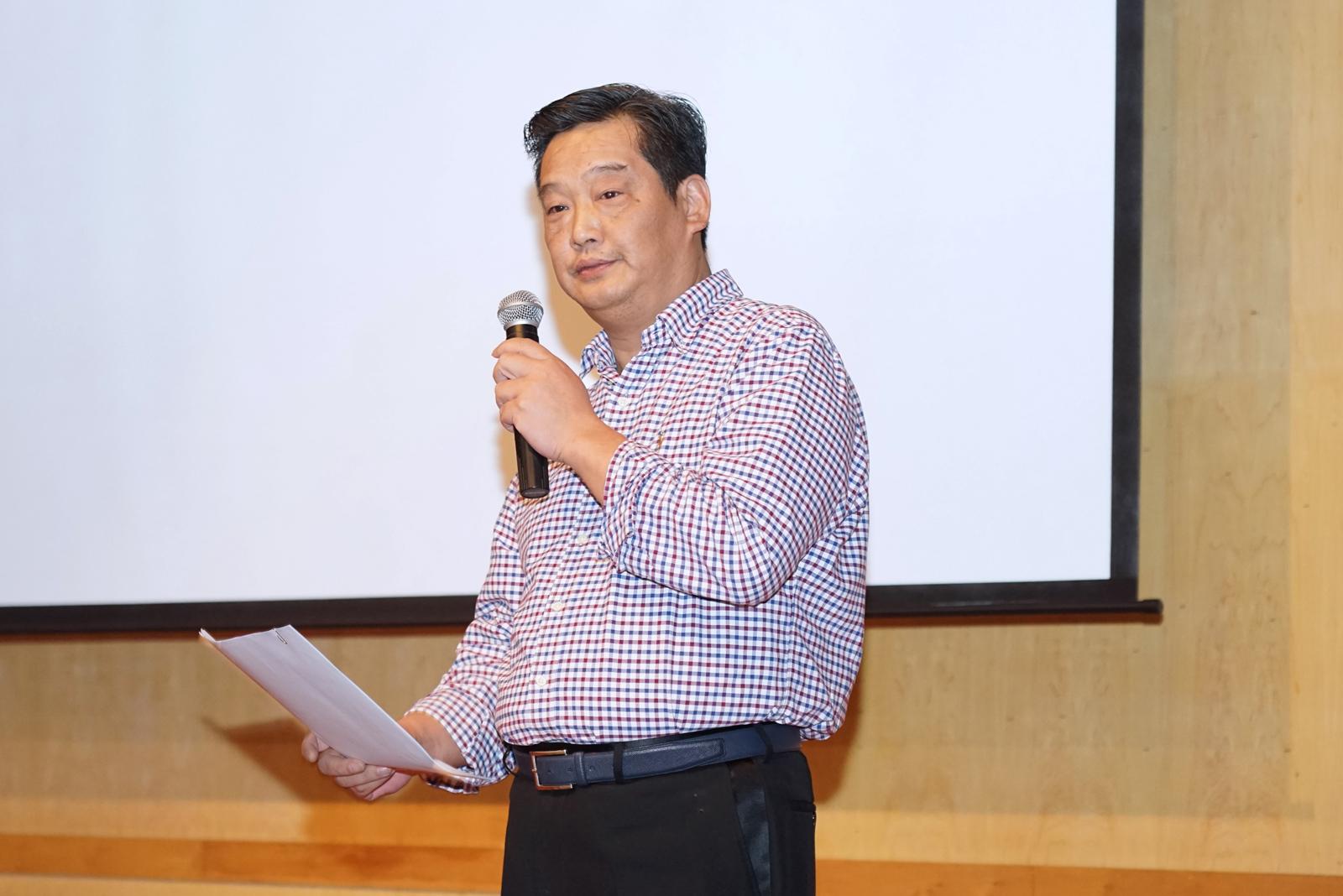 东方美谷企业集团股份有限公司副总经理窦春麟代表指导单位致词。