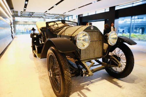 本届进博会上有5辆来自美国的古董车 (2)