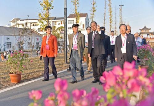 婺城区委书记蔡艳带领区四套班子领导参加活动。