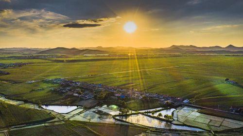 世界三大黑土地之一、北纬44°的吉林省吉林市乌拉街满族镇种植基地航拍图