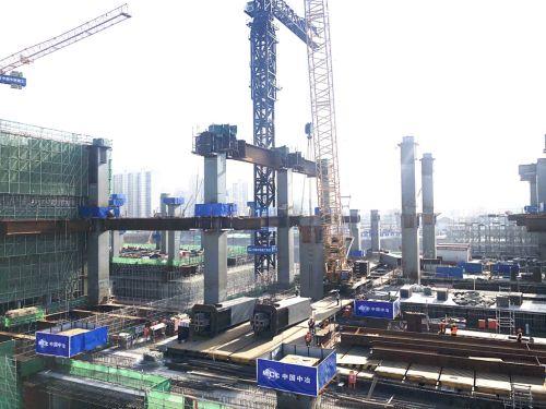 北京铁路枢纽丰台站项目中央站房7轴线交Y、P轴三节柱安装