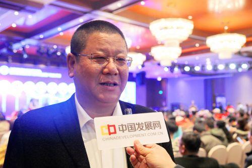 中国经济导报、中国发展网记者采访城北开发建设指挥部副指挥长、新狮街道党工委书记蒋震中。沈贞海 摄