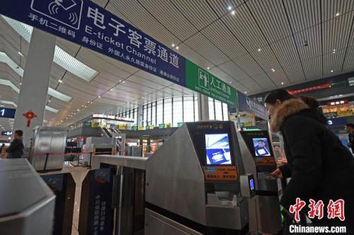 中铁兰州局开启电子车票时代:持身份证直接进出站