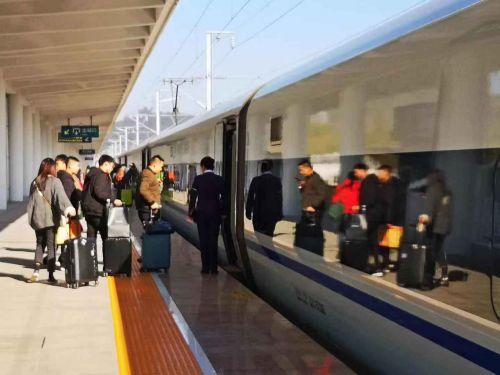 一站之中,尘事之内:一个高铁站站长眼中的匆匆旅客