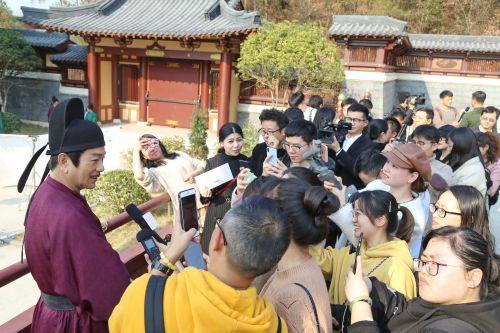 媒体采访团在《青青子衿》剧组,偶遇演员张晨光。记者沈贞海 摄