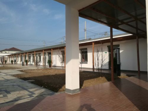 3、圖為前蔣村鄉村CBD整潔有序的院落。攝影:尹明波