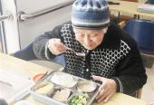 """政协委员""""两会""""呼吁获""""秒回"""" 社区增设高龄老人助餐服务点"""