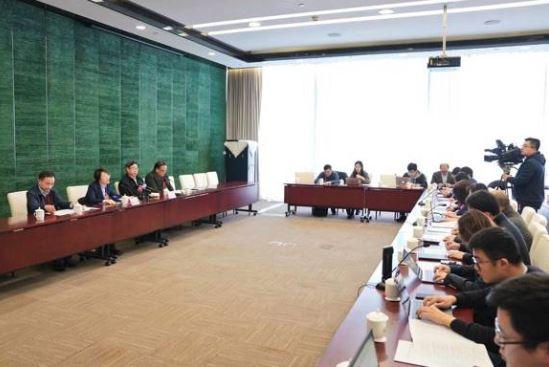 上海市十五届人大三次会议42件议案被列为正式议案