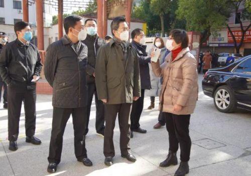 上海奉贤区政协主席陈勇章赴奉城镇检查疫情防控工作