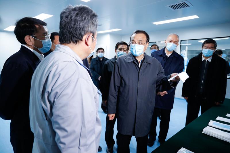 李克强考察口罩等医疗防控物资生产供应保障情况
