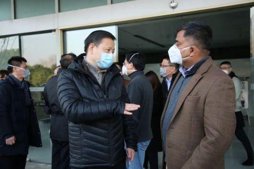 解困难、树信心,上海嘉定区委书记章曦一整天跑了4家企业