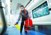 """北京地铁站每天22小时""""送新风"""" 折返作业3分多钟忙消毒"""