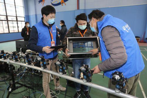 """图为2月28日,浦东洋泾菊园实验学校的5G+多视角直播""""体育大课"""",由16台4K摄像机共同完成拍摄。"""