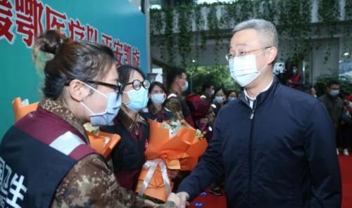 丽水市委书记胡海峰、市长吴晓东等市领导迎接援鄂英雄