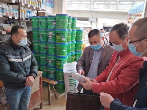 云浮市场监管部门执法人员到农资经营单位调研指导农药市场价格和产品质量